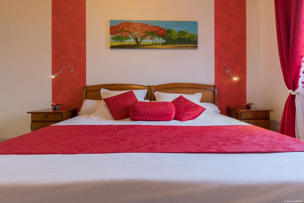 Chambre Familiale lit rouge Orkymel